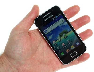 htc_wildfire_s_vs_samsung_galaxy_ace_s5830_05.jpg