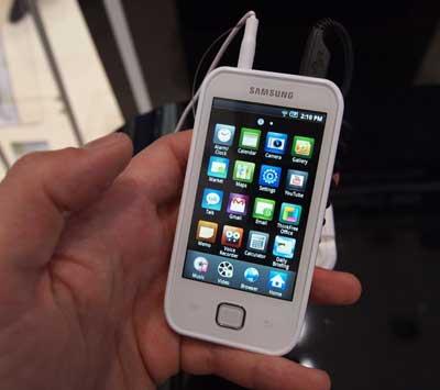 samsung_galaxy_player_50_vs_apple_ipod_touch_03.jpg