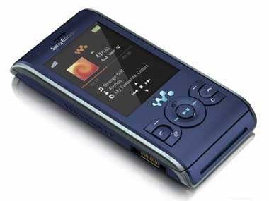 sonyericsson_new_walkman_phones_04.jpg